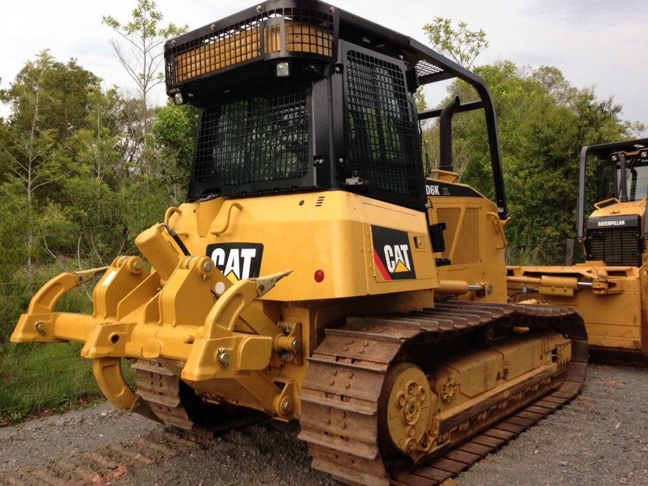 Picture of CAT Dozer D6K sweeps and guards