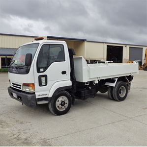 Picture of Isuzu Forward Tipper truck